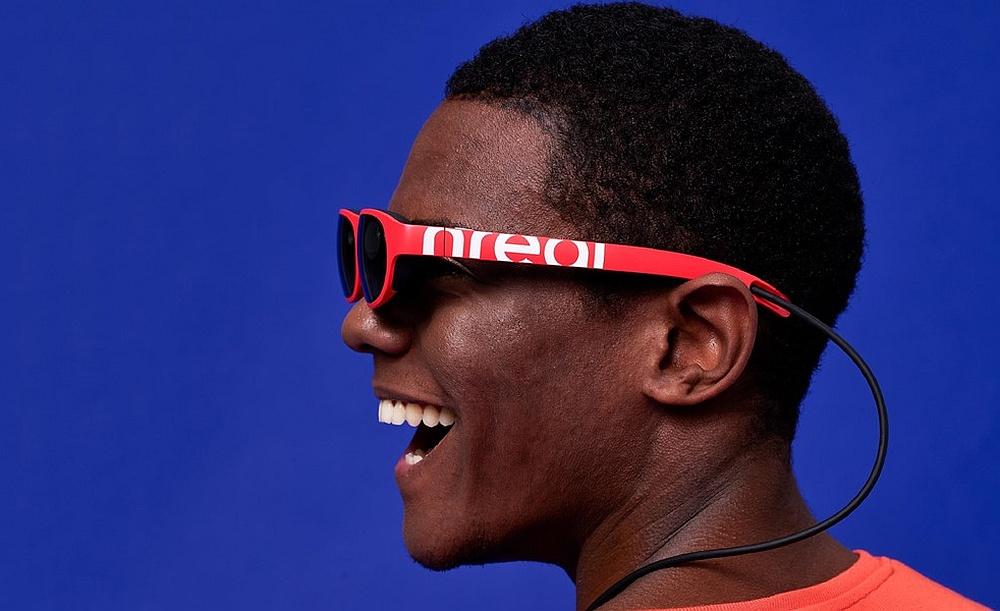 Smart-Glasses-Nreal-Light